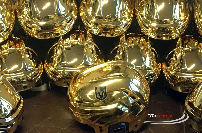 Vergoldete Eishockeyhelme